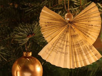 Weihnachtsengel aus Notenpapier